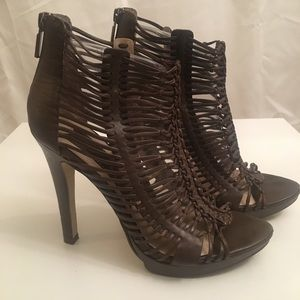 Size 7 1/2 Boutique 9 brown heels